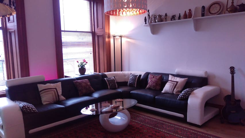 Spacious Traditional Glasgow Flat - Glasgow - Appartement