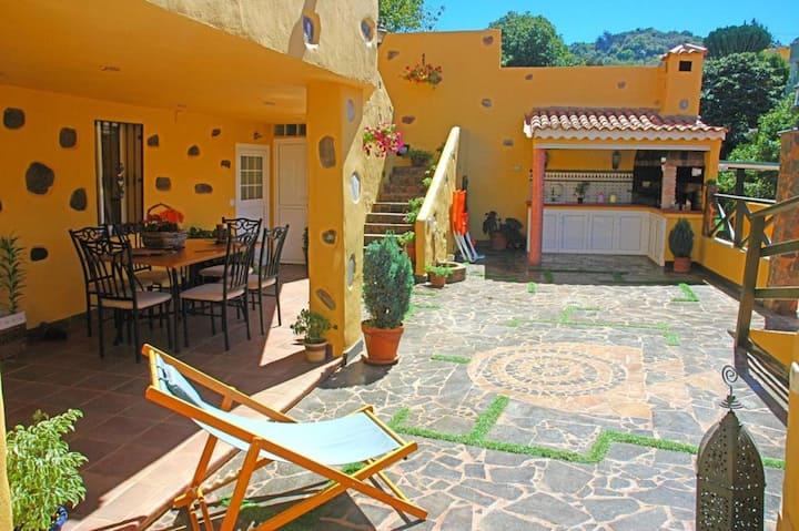 """Finca """"La Alpispa"""" avec piscine, connexion Wi-Fi rapide, terrasse et jardin, parking disponible, accessible aux personnes à mobilité réduite"""