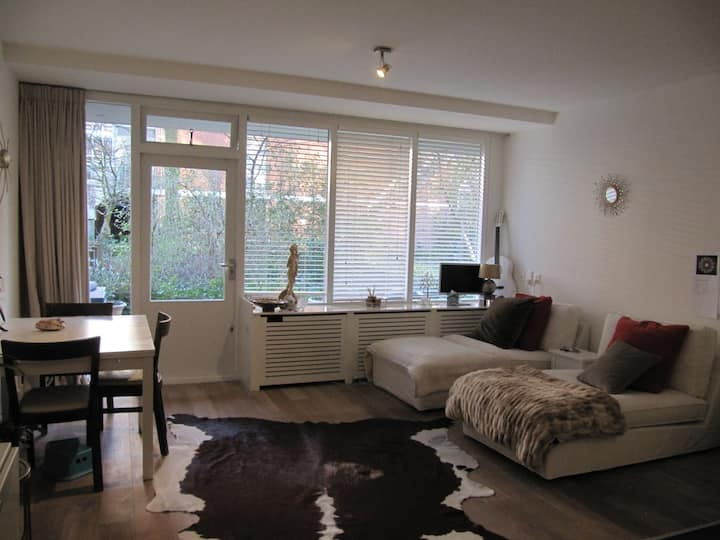 Cosy studio near city centre ~ popular Willemspark