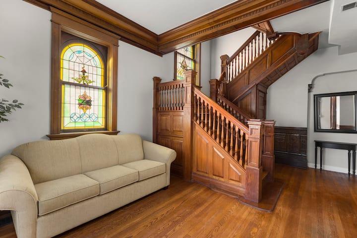 1st Capital Mansion - Louis Blanchette Suite - 301