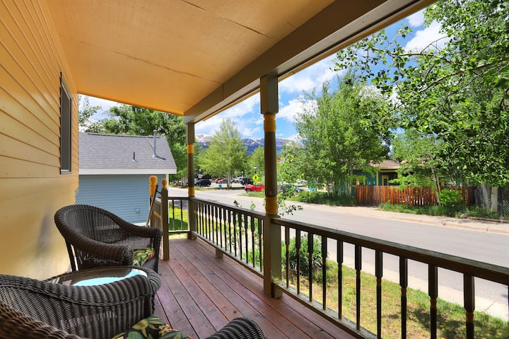 FREE SkyCard Activities - Historic District, Gas Fireplace, Private Hot Tub - Imperial View Cottage