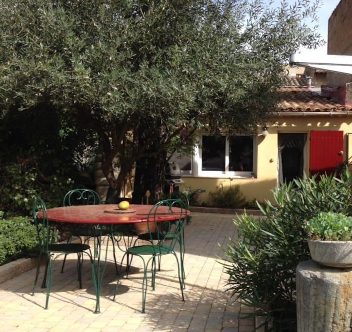 Maisonnette avec jardin pertuis en luberon maisons louer pertuis provence alpes c te d - Maison a louer avec jardin wasquehal dijon ...