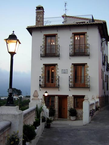 Mountain village 11km from the sea. - Orba - Maison