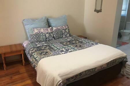 Big Oak Cottage Bedroom 1