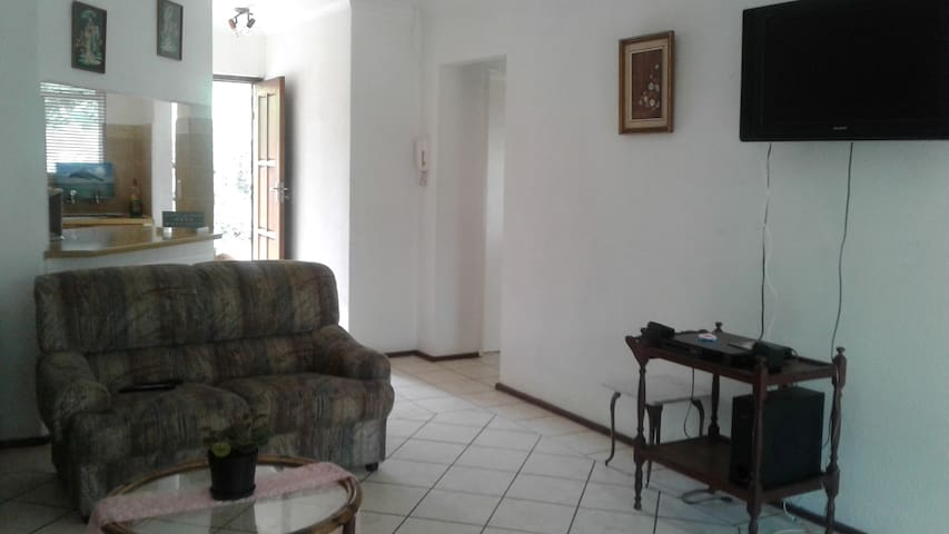 Escape to Louries Loft - Randburg - Apartament