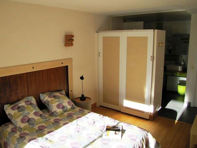 Chambre cosy et sa loggia - Saint-Georges-d'Orques - Bed & Breakfast