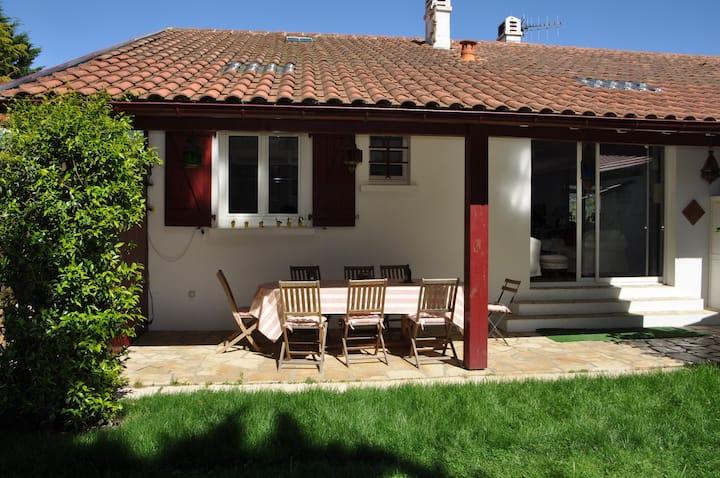 Biarritz, B&B, pool, sauna , garden