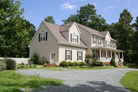 Large pet friendly home on 3 acres - Hus