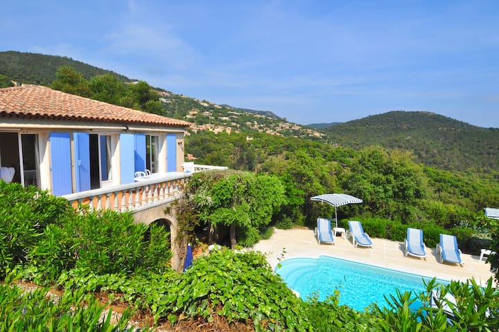 A tastefully furnished villa with private pool, 8 km from the Mediterranean Sea
