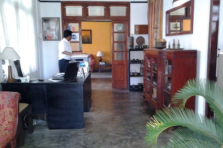 Jaffna Old Villa - 7 Bedroom House - Bed & Breakfast