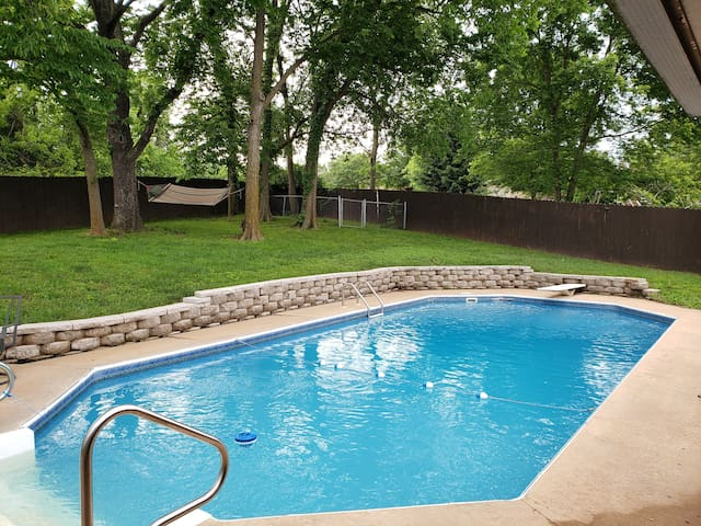 3 Bedroom with Hot Tub and Pool!!