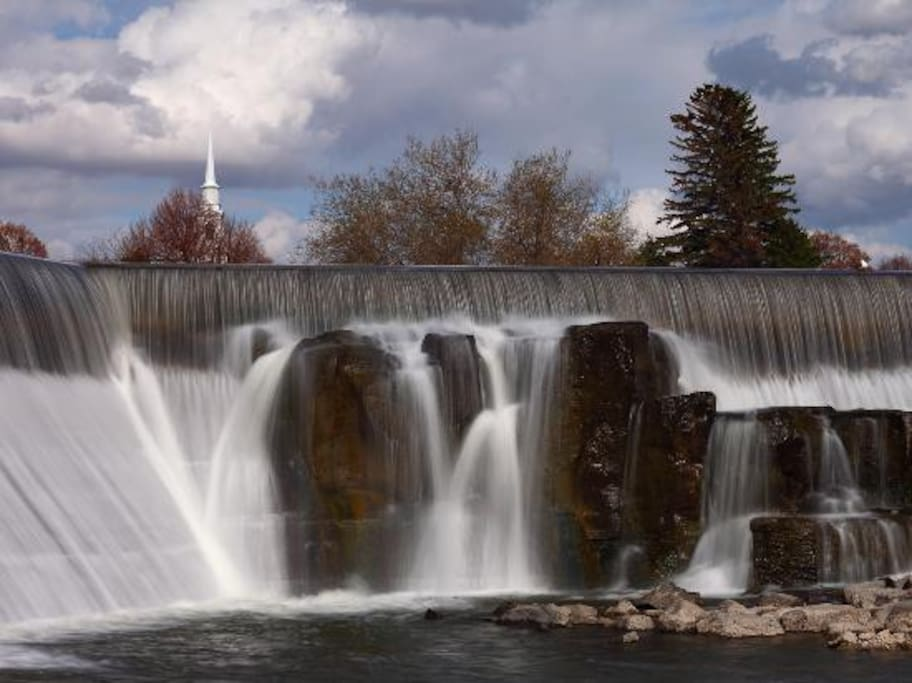 15 minutes from downtown Idaho Falls, the Snake River, Idaho Falls Temple and much more!