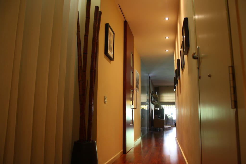 Moderno y acogedor piso en eixample apartamentos en for Decoracion piso eixample