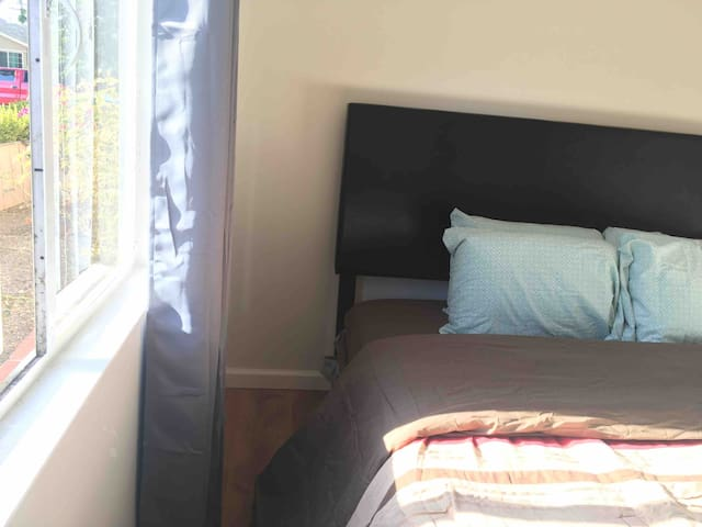 Private clean quiet cozy RoomC close to SerriaHill