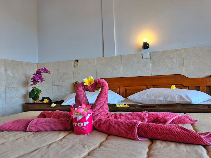 Serangan Inn II, Double Bed.AC With View Town&Hill