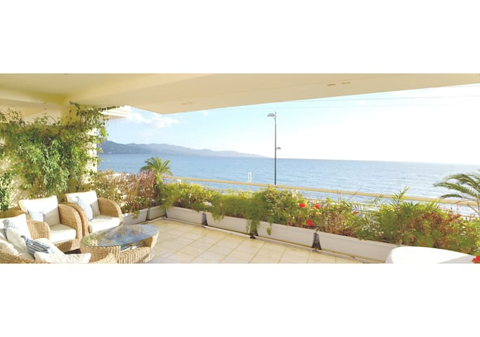 New luxury apartment - amazing view on the beach - Kalamata - Huoneisto