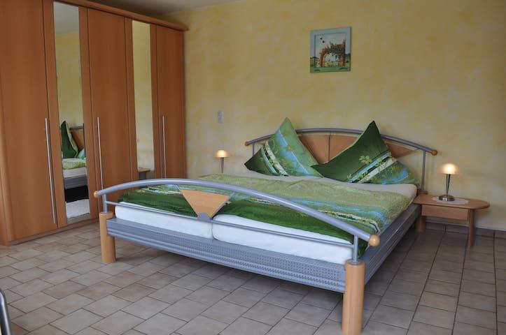 Ferienwohnung Dietsch (Vestenbergsgreuth), Ferienwohnung Lavendel (78qm) mit Küche und Südterrasse