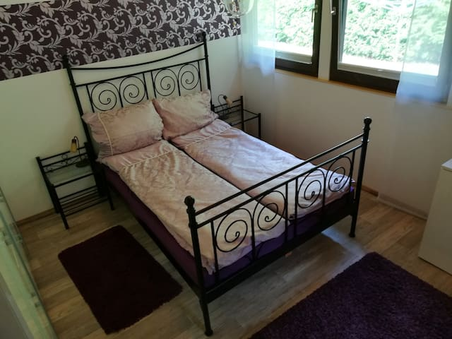 Schlafzimmer, Bett 1,60x2,00m