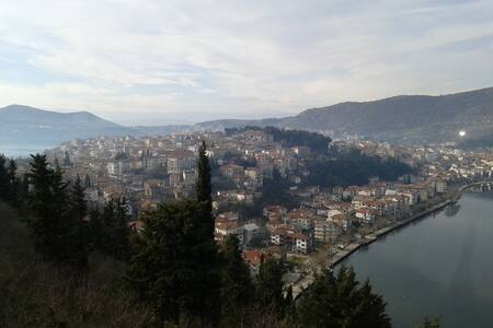 Πανέμορφο αρχοντικό δίπλα στην λίμνη της Καστοριάς - Kastoria