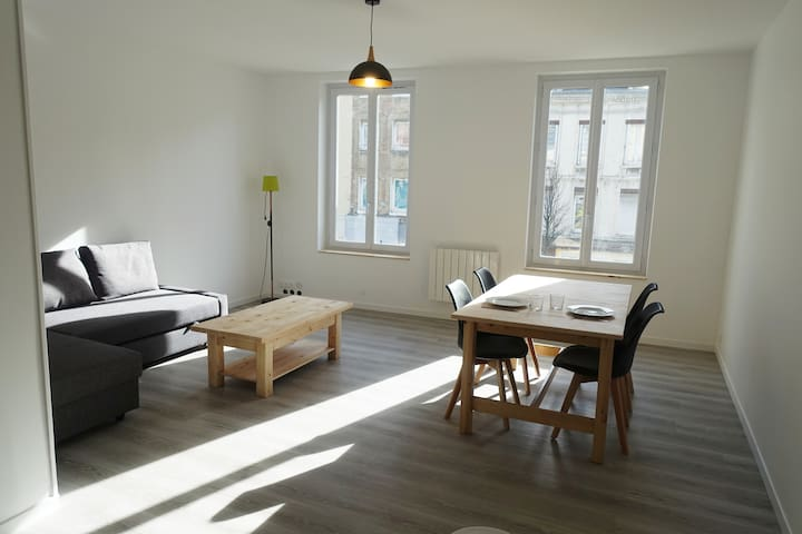 Bright spacious apartment in the heart of the city