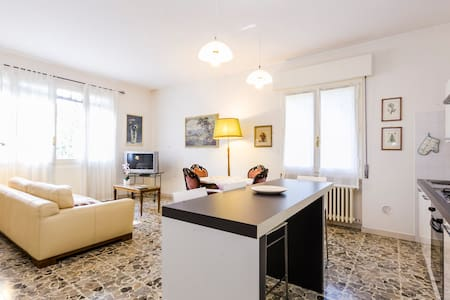 1 min to train station lightful apt - San Pietro in Casale - Wohnung