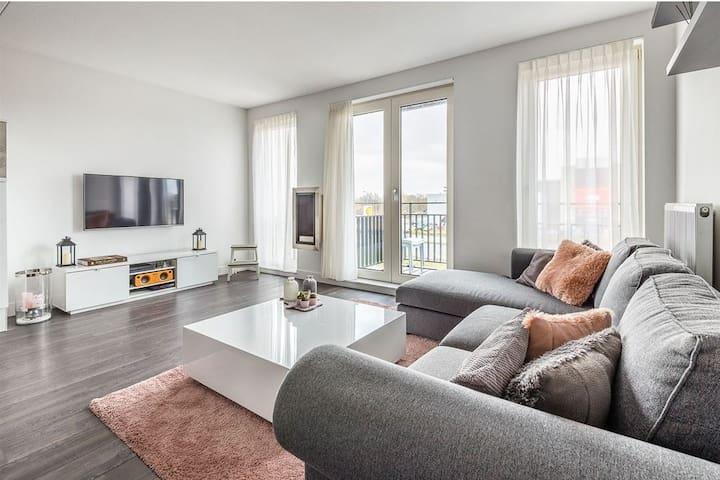 Apartment Aalsmeer. Modern.