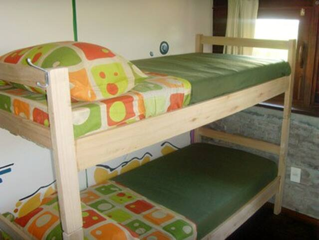 2-Dormi compartido 8 camas,bañoS,$xpersona x noche