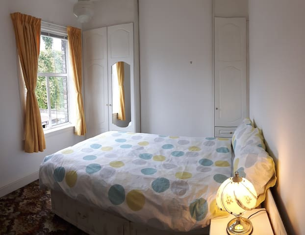 Warm cosy room, traditional house near town center