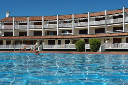 Spacious studio apartment with pool - Caorle - Apartamento