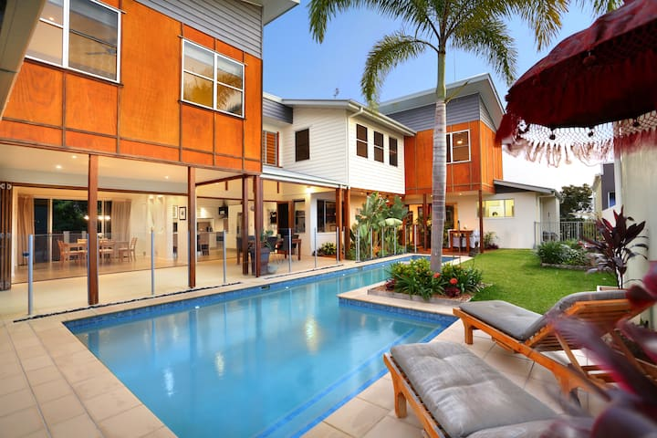 Balinese Waterfront Home close to Mooloolaba Beach - Parrearra - Дом