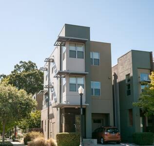 Modern eco-urban home near the river - West Sacramento - Maison