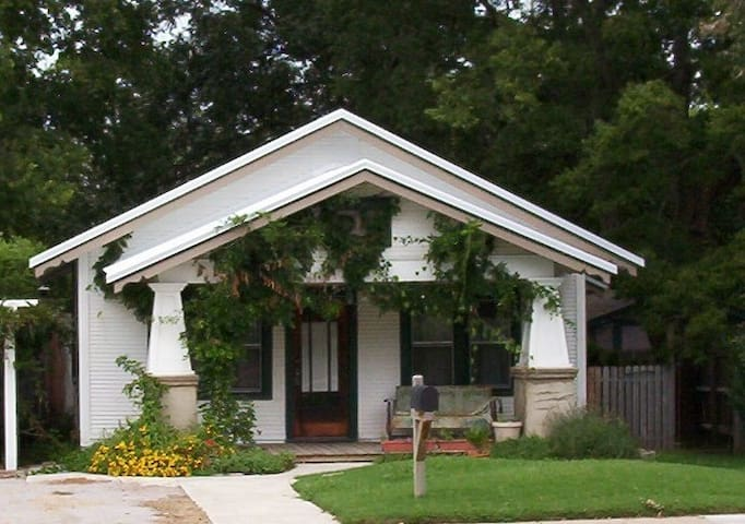 Beautiful bungalow near TU & downtown Tulsa - Tulsa - Casa