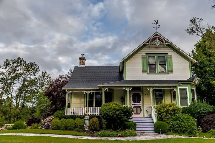 Antique Boho Victorian Farmhouse & Events - Oregon City - Maison