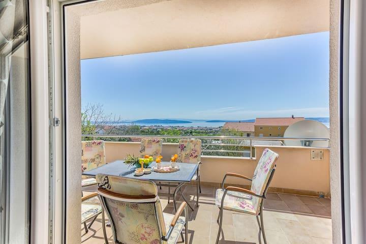 Cozy apt with amazing sea&mountain view,garden&BBQ