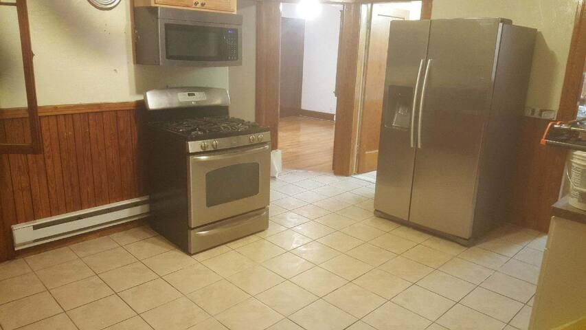 Large, Private Apt -Easy to UMASS, DCU, Highway