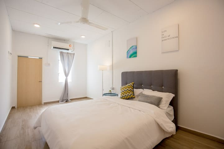 bedroom no 2 downstairs with en-suite bathroom