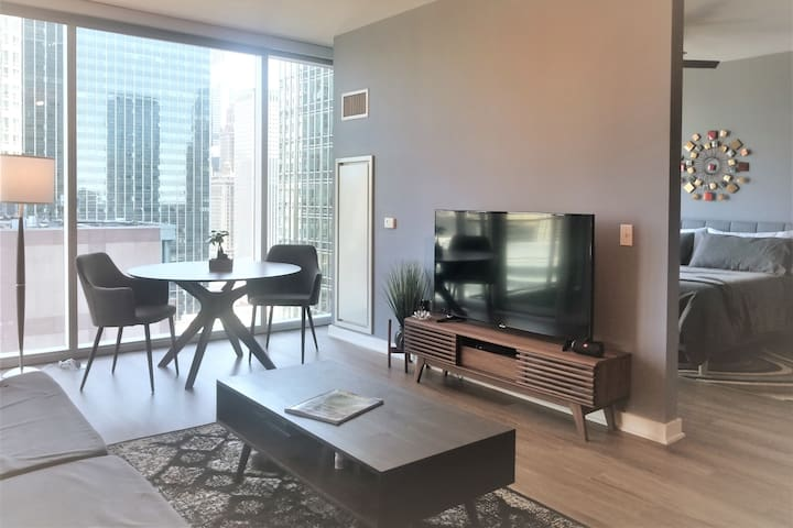 King 1BR -  Balcony with River and City Views!!!