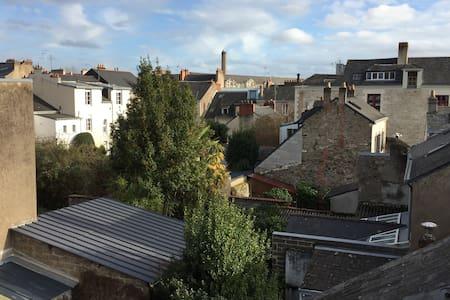 Studio calme et ensoleillé proche de la gare - Nantes