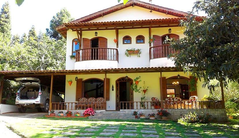 Casa dos Pinhos, no Sítio Ibiapaba. Aconchegue-se!