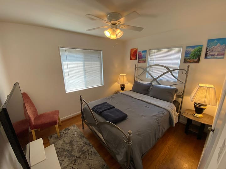 Cozy room+FREE STREET PARKING+Minutes from DC/DCA