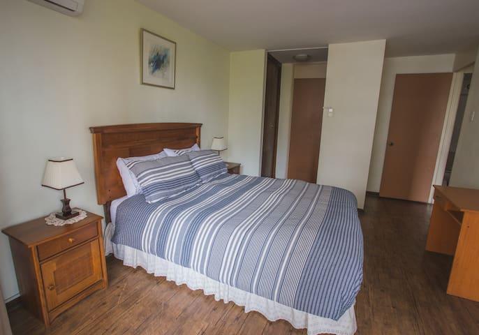 Habitación principal en suite y closet