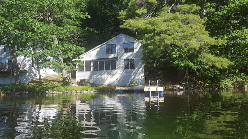 4-Bed, 2-Bath Home  Right on Pennesseewassee Lake