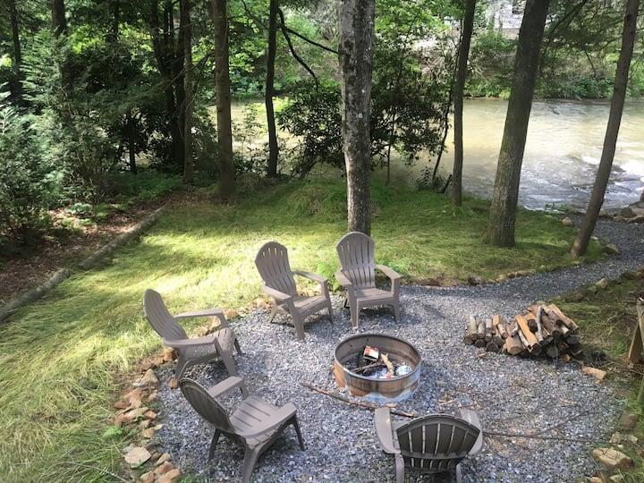 Creek front cabin Mccaysville, GA Near Blue Ridge