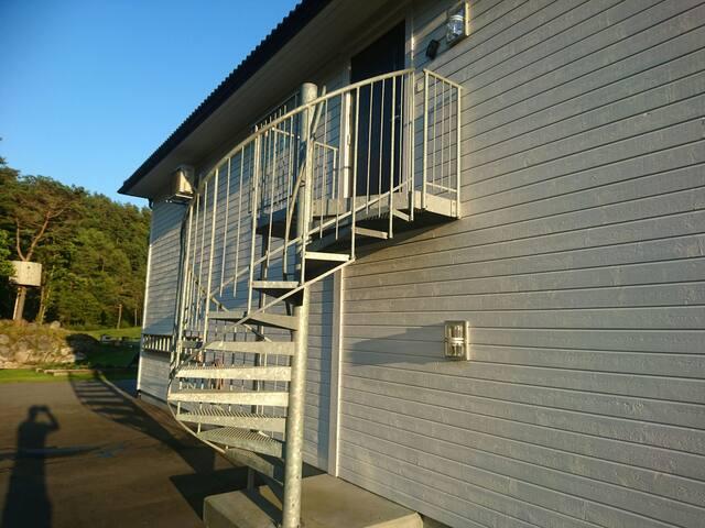Lys og romslig leilighet på 90m2 - Mandal - Wohnung