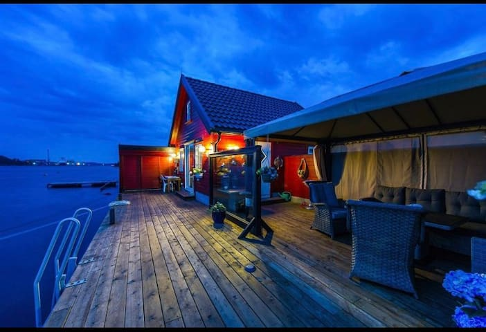 Charming boathouse with a great dock - Tromøy