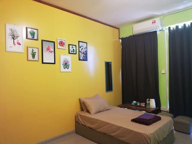 ahChong Room 1 精品民宿 3人间 + 无公用卫生间 + 当地旅行社 + 预订接送机场