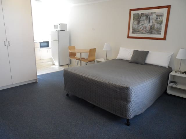 Spacious Queen Studio- 7 day + - Kangaroo Point - Betjent leilighet