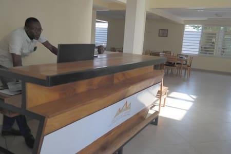 ADELE BAKE - Cotonou - Bed & Breakfast