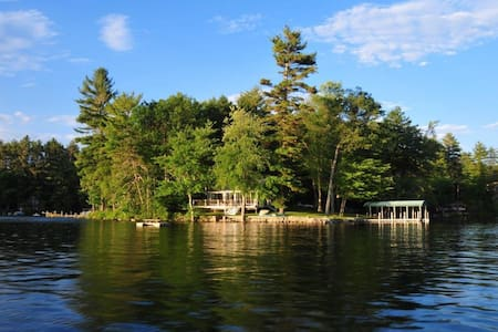 Lake Front Vacation Property, Private Setting with - Meredith - Wohnung