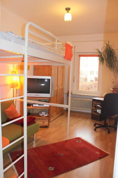 zimmer mit hochbett 140x200 h user zur miete in erlangen bayern deutschland. Black Bedroom Furniture Sets. Home Design Ideas